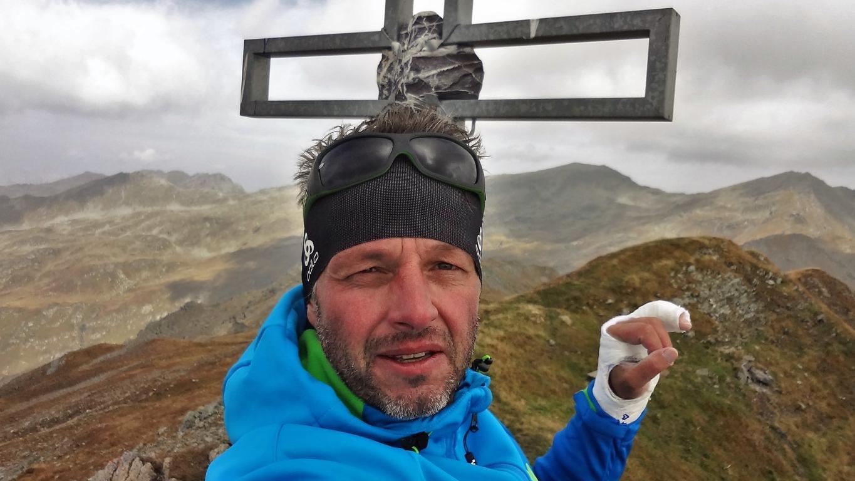 Pfoner Kreuzjöchl Gipfelkreuz mit Gips